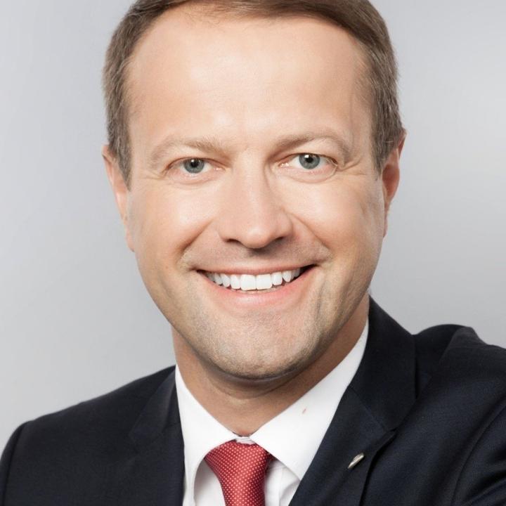 Dr. DALIUS MISIŪNAS